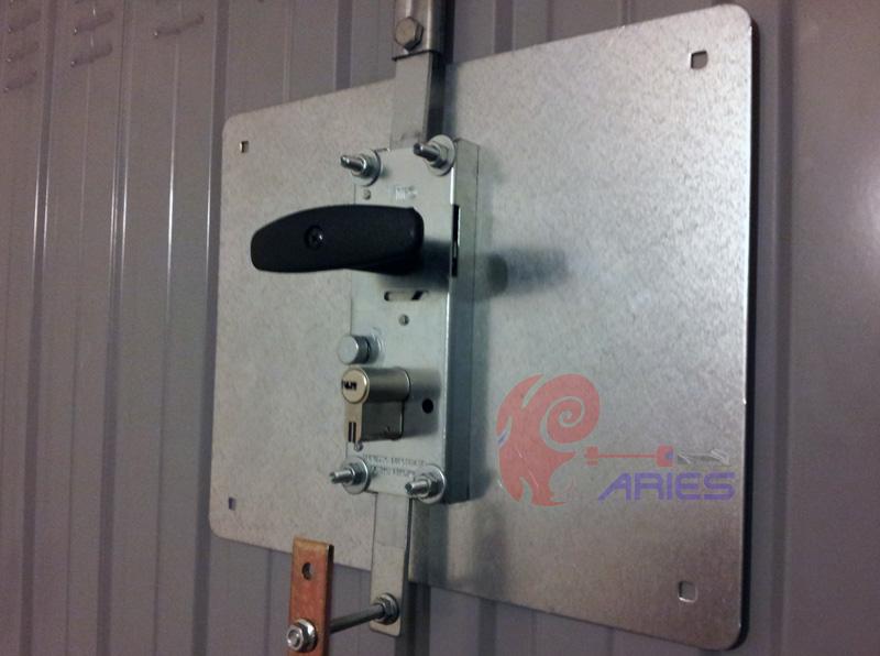 Chiusure di sicurezza per porte basculanti serratura for Serratura europea prezzi
