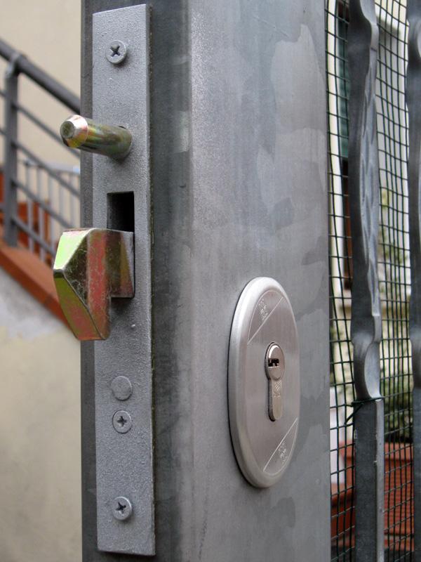 Serrature per cancelli scorrevoli serratura europea for Serratura europea prezzi