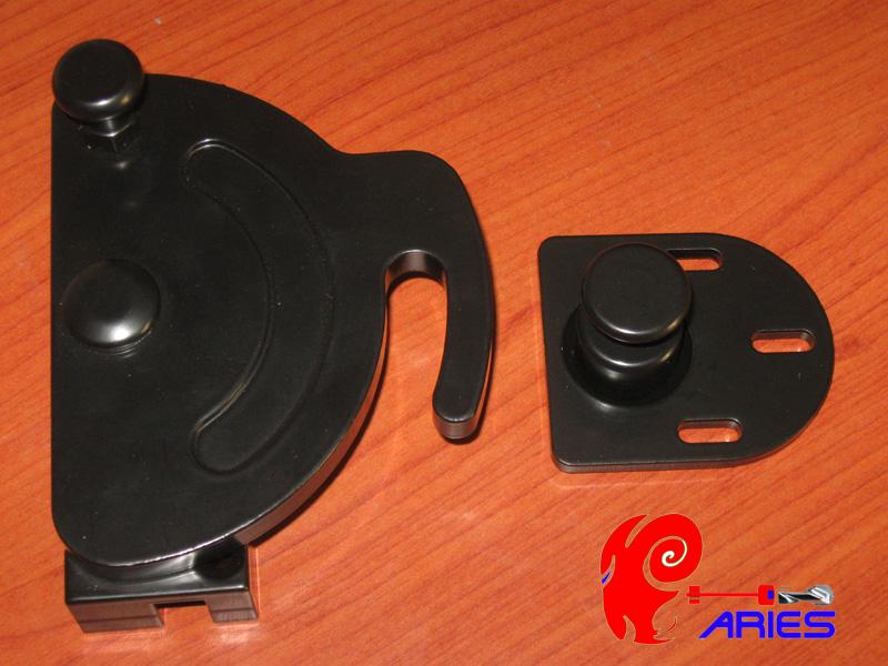 Chiusure sicurezza per scuri serratura europea casa sicura cilindri europei e serrature per - Sistemi di sicurezza per porte e finestre ...